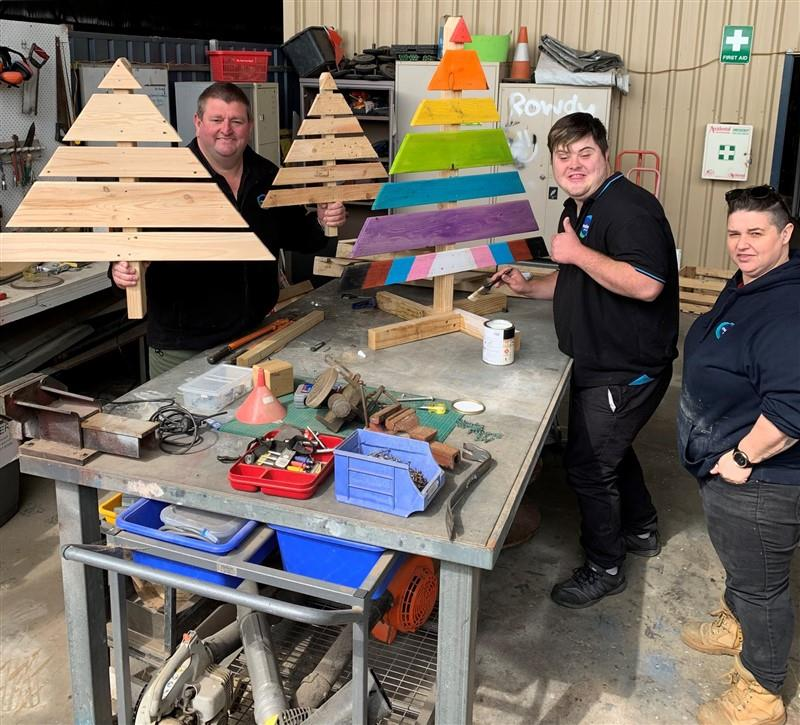 Building Christmas Trees with Elizabeth Salvage and Save